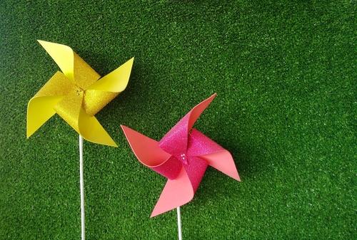 pinwheels-artificial-grass