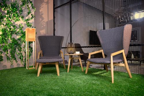 garden-chairs-artificial-grass